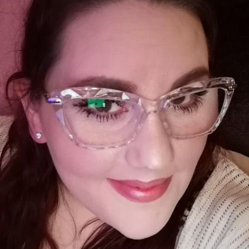 Stunning frame and the fact that it's clear feels like you're wearing rimless glasses almost. I've been asked by so many people where I've gotten my glasses from