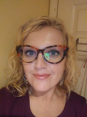 Glasseslit Testimonials - I absolutely love my glasses - they are retro and unusual. I saw a pair almost the same in my optician but they were 10 times the price that I paid!  I only had to wait 2 weeks for them as well.