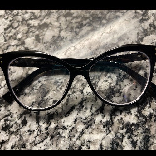 Glasseslit Testimonials - Beautiful glasses. Amazing quality for the price. Will be purchasing this style in more colors. Get many compliments on the style.